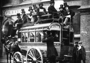 Ló vontatású busz - London